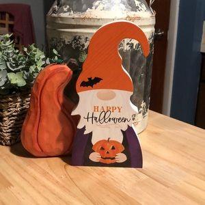 NWOT happy Halloween wooden gnome